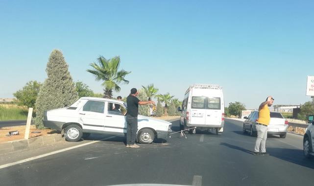 Kaza yapan aracı minibüs ile çektiler