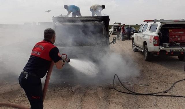 Şanlıurfa'da seyir halindeki kamyonet alev aldı