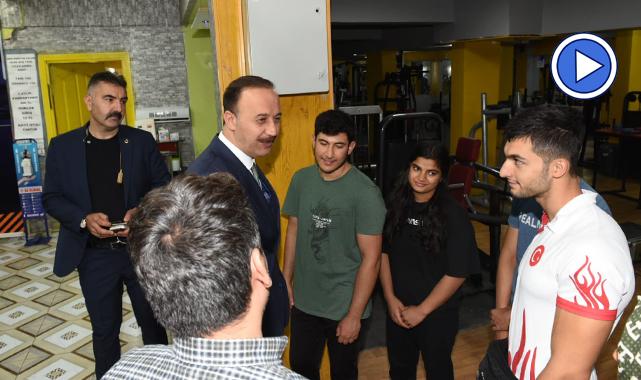Şanlıurfa Valisi Erin şampiyonları ziyaret etti
